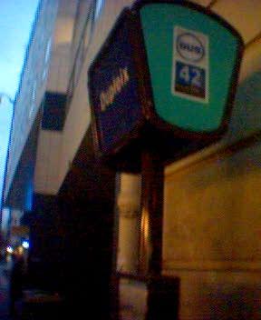 photo: Arrêt pour le Bus numéro 42